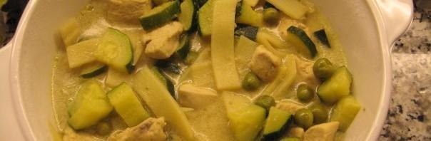 Pouletfleisch mit Gemüse und grünem Thai Curry