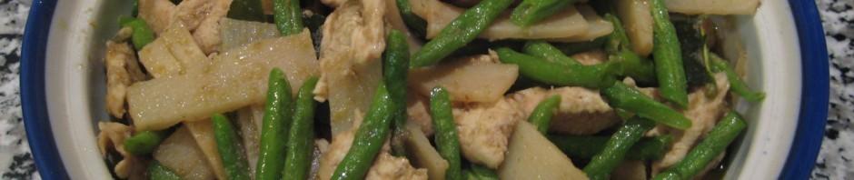 Pouletfleisch mit grüner Thai-Curry, Bambus und Thai Bohnen